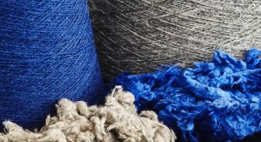 Filato e tessuto realizzato in scarti tessili