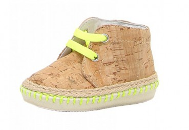 Baby sneaker made of cork