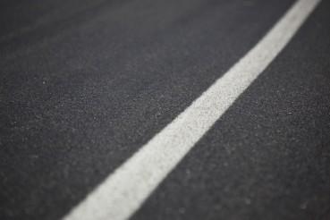 Strada con asfalti modificati con gomma riciclata da PFU