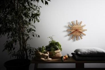 Orologio in bambù da Alessi