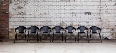 Sedia in materiali circolari