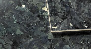 Materiale realizzato in frammenti di denim riciclato
