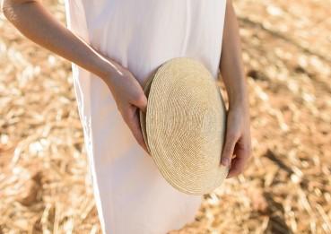 Cappelli, cinture ed altri oggetti dalla paglia