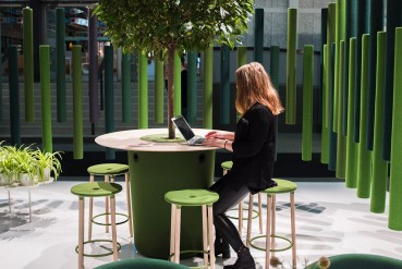 Sound-absorbing divider made of recycled materials