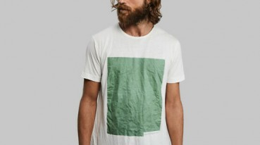 Biodegradable T-shirt made of wood pulp and algae