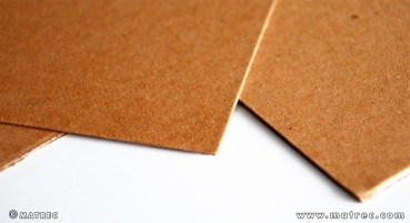 Cardboard made of recycled cellulose fibres