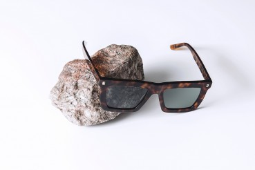 Glasses made of biodegradable acetate and recycled steel
