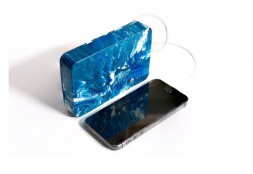 Portable charger made of recycled plastics and repurposed batteries