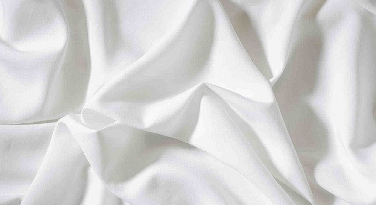 Fabric made of recycled cotton waste and cellulose fibres