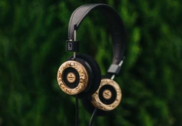Sustainable headphones made of hemp and wood