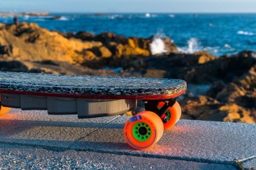 Electric skateboard in recycled HPDE