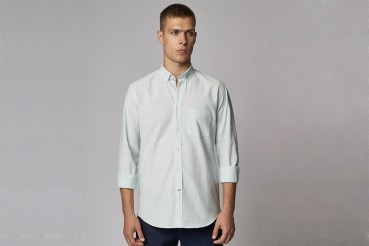 Shirts in virgin and recycled organic cotton with sustainable accessories