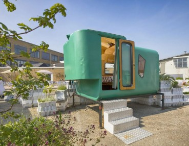 Urban camping realized by the reuse of elements of a farm