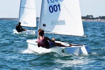 Barche a vela in fibra di lino riciclabile